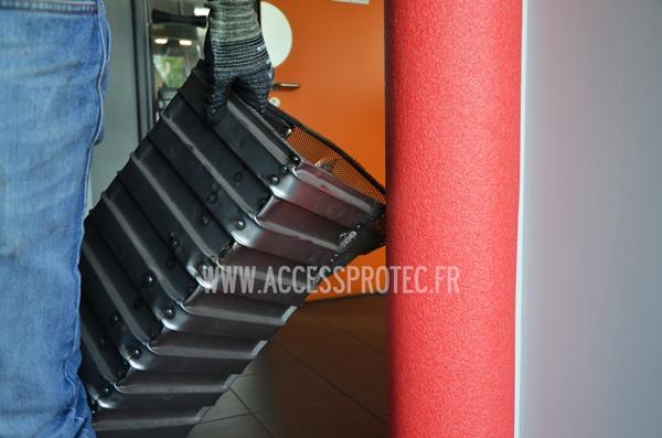 B ti de porte mousse protection de montants access protec for Porte sans bati